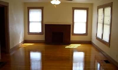 Living Room, 322 W Calhoun St, 1