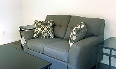 Living Room, 923 E 41st St, 1