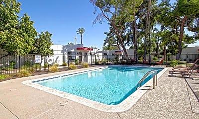 Pool, Montebello, 0