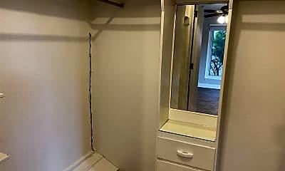 Bathroom, 401 10th St SW, 2