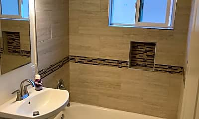 Bathroom, Mirawood Apartments, 2
