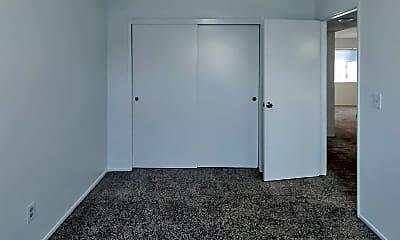 Bedroom, 125 S Lumill St, 2