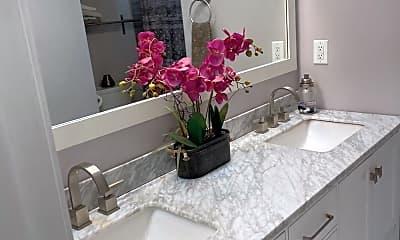 Bathroom, 2686 Daisy Ave, 1