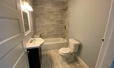 Bathroom, 1205 Tunnel Blvd, 2