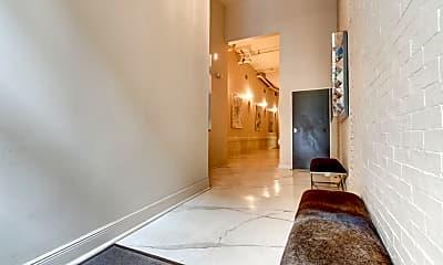 Living Room, 528 Baronne St 401, 1