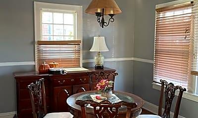 Living Room, 907 Somerset Dr, 2