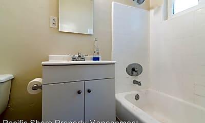 Bathroom, 4454 W 2nd St, 2