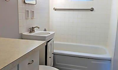 Bathroom, 5644 Erskine St, 2