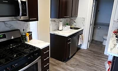 Kitchen, 1547 W Blackhawk St, 1
