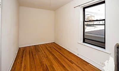 Bedroom, 2612 W Gunnison St, 2