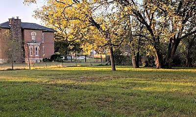 Building, 3226 NE Seward Ave, 2