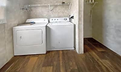 Bathroom, 523 1/2 N Burk St, 2