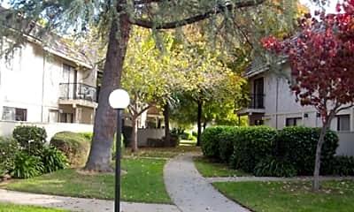 Cadillac Drive Town Homes, 1
