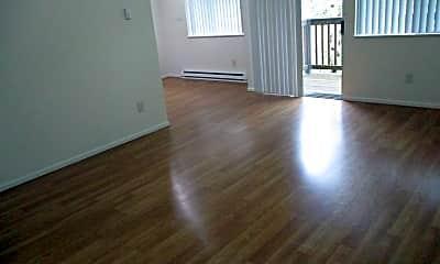 Living Room, 2141 NE Burnside Rd, 1