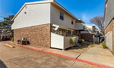 Building, 4100 N Drexel Blvd Unit D, 2