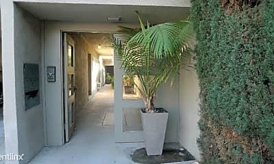 Patio / Deck, 546 N Flores St, 2