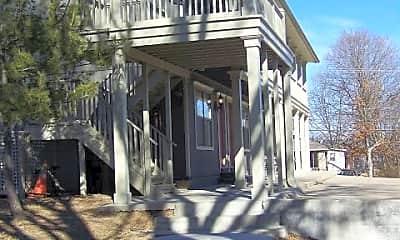 Building, 711 W Douglas St, 1