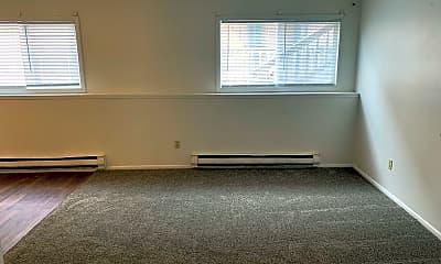 Living Room, 1039 S Chestnut St, 1