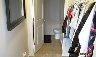 Bathroom, 915 Harlocke St, 2