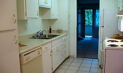 Kitchen, North Main Apartment Homes, 2