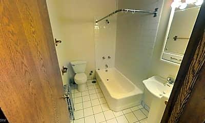 Bathroom, 4804 N Kedzie Ave, 2
