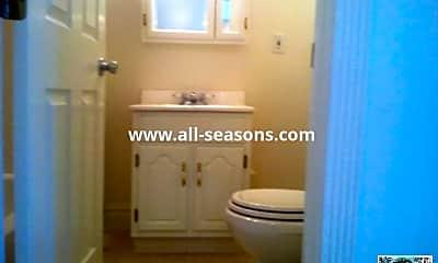 Bathroom, 914 S Cascade Ave, 2