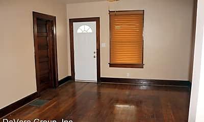 Bedroom, 1002 W Chestnut St, 2