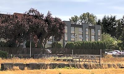 Boulevard Manor, 2