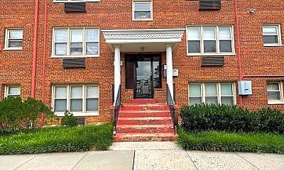 Building, 2030 N Woodrow St 6, 0