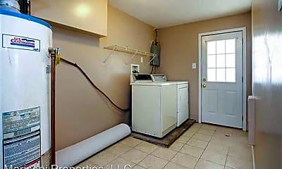 Kitchen, 940 St Ferdinand St, 2