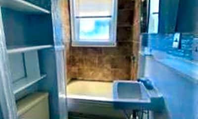 Bathroom, 81 Putnam St, 2