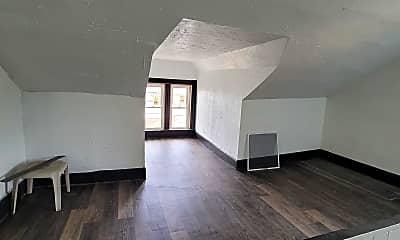 Living Room, 134 Locust St, 2
