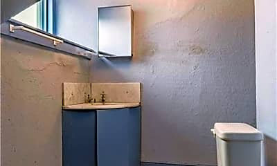 Bathroom, 423 West St FRONT, 1