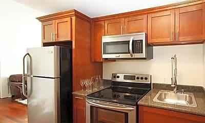 Kitchen, 1224 St Charles Ave 305, 1