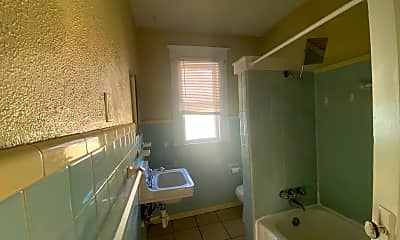 Bathroom, 1607 King St, 2