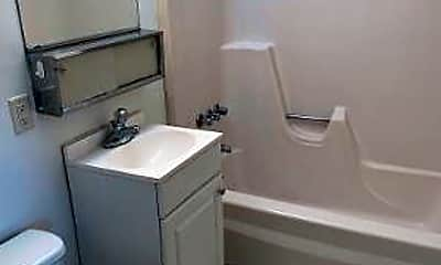 Bathroom, 124 E Beaver St, 1