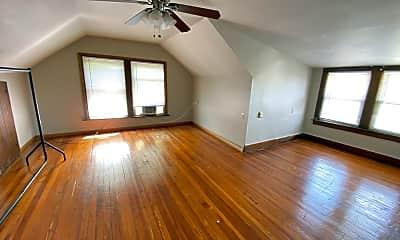 Living Room, 2084 Waldeck Ave, 2
