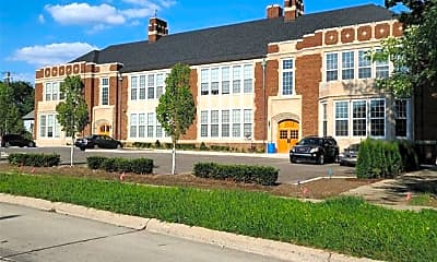 Building, 550 N Holbrook St, 1