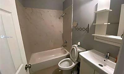 Bathroom, 268 NW 34th St, 2