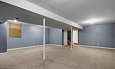Living Room, 1021 E Ashland St, 2