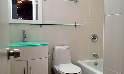 Bathroom, 211 E Ohio St 1806, 2