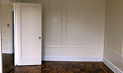 Living Room, 518 E 51st St, 2