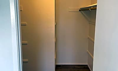 Bedroom, 682 Grand Coulee Ave, 2