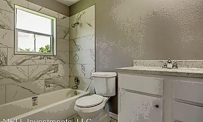 Bathroom, 3910 Campbell St, 2