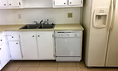 Kitchen, 919 Hillcrest Dr 401, 1