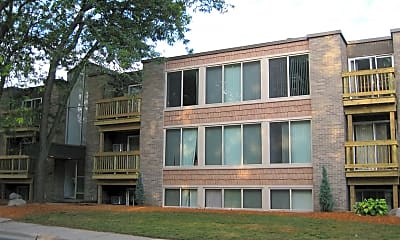 Building, 135 Collingwood Dr, 1