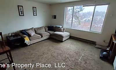 Living Room, 735 NE Maple St, 1