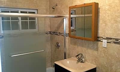 Bathroom, 159-11 84th Ave, 2