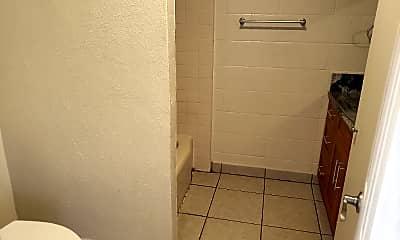Bathroom, 275 Auwaiolimu St, 2