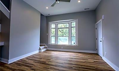 Living Room, 870 University Ave 6, 1